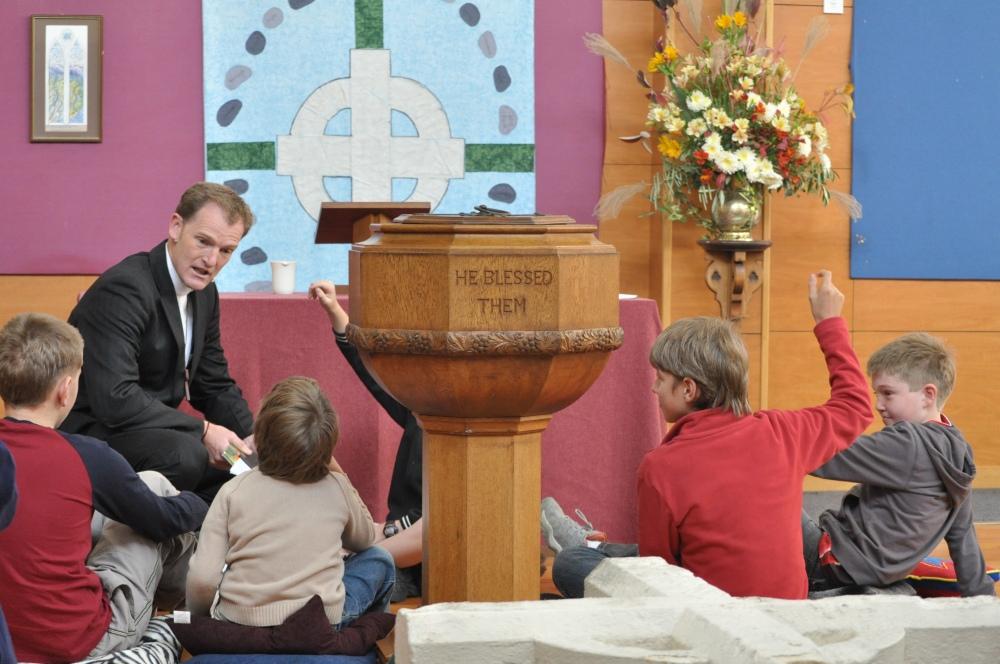 Knox Church Congregation Return to their Church Building for Worship (5/6)